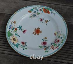 A large antique Chinese famille rose charger, Early 18th c Yongzheng / Qianlong