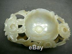 18 / 19thc Finement Sculpté Pot De Brosse De Jade Blanc Chinois Sur Le Stand En Bois D'origine
