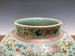 19 C. Chinois Qing Daoguang Famille Rose Figure Balustre Vase En Porcelaine Avec Couvercle