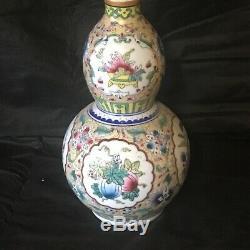 A Chinese Famille Rose Porcelaine Double Gourd Vase Marqué Qianlong