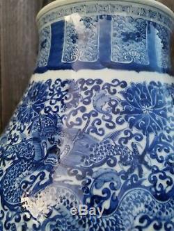 Ancien Vigneron Chinois Antique Bleu Et Blanc Zase Vase Chine