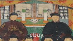 Antique 19c Gouache Chinoise Sur La Peinture D'ancêtre De Tissu D'un Homme Assis Et Femmes