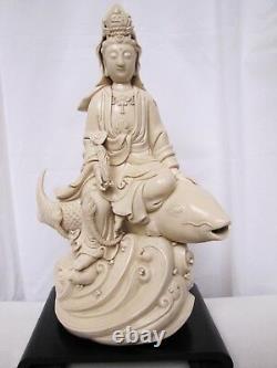 Antique 19ème Siècle Chinois Porcelaine Guanyin Riding Fish Statue. Avec Mark