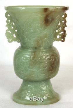 Antique Chinois Sculpté À La Main Celadon Green Jade Gui Vieux Temple Vase Style Archaïque