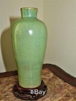 Antique Chinoise Dynastie Ming Longquan Celadon Porcelaine Vase Avec Support En Bois