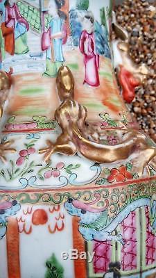Antiquité Grand Vase En Porcelaine De Chine Avec Médaillon De La Famille Rose, Époque 1840 - Chinois