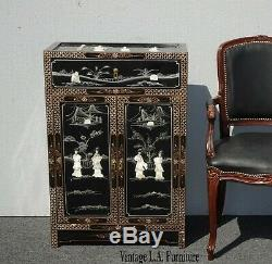 Asiatique Vintage Noir Laque De Chine Armoire De Rangement Avec Nacre Table D'appoint