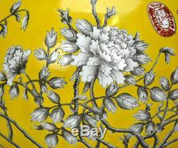 Beau Vase Floral Chinois En Porcelaine À Encre Noire Moulue Émaillée Jaune Avec Marque De Cachet