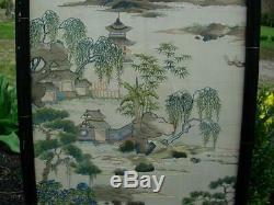 Bel Ensemble De Deux Panneaux De Soie Brodés Antiques Chinois Offrant Une Vue Sur Guangzhou
