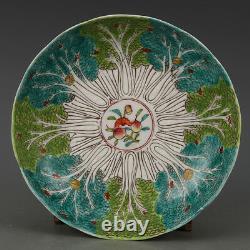 Belle Plaque Chinoise Antique De Porcelaine De Rose De Famille Avec La Marque