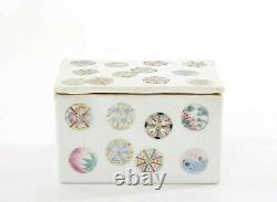 Boîte Chinoise En Porcelaine Rose Des Années 1900 Avec Boules De Médaillons