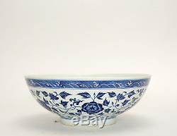 Bol En Porcelaine À Fleurs Bleu Et Blanc Massif Finement Peint