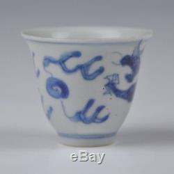 Coupe À Vin Cargo Avec Dragon En Porcelaine Du Xviie Siècle