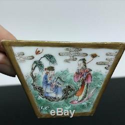 Coupe Carrée Antique En Porcelaine Peinte Chinoise