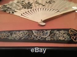 Excellent Ventilateur Chinois Peint Et Couverture De Ventilateur De Textile De La Dynastie Qing, Encadrée