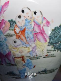 Garçons Chinois De Vase De Porcelaine Jouant Aux Jeux Qianlong Mark Qing Ou Républicain