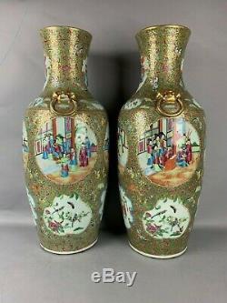 Grande Paire De Vases En Porcelaine De Chine Avec Médaillon Rose