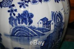 Large Chinois Temple Bleu Et Blanc À Couvercle Bocal Vase-maisons Eau Arbres-porcelaine