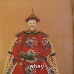 Paire Antique Portraits D'ancêtres Chinois Peints À La Main Sur La Soie