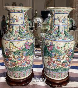 Paire De Beaux Miroirs D'anciennes Vases De Rose De La Famille Chinoise Avec Vases En Bois De Rose