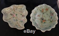 Paire De Plat Antique Chinois En Porcelaine De Céladon Famille Rose