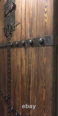 Paire De Portes Antiques Chinoises De Porte De Temple 8 Pieds De Haut Circa 1940s