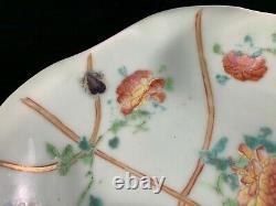 Plaque Chinoise Antique De Famille De Porcelaine De Dynastie De Qing Avec La Marque