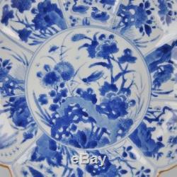 Plat En Forme De Lotus De Kangxi En Porcelaine De Chine Bleue Et Blanche De Haute Qualité, Xviiie Siècle