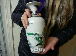 Porcelaine Chinoise Rare Rare Kangxi Yongzheng Qianlong Vase Wucai Période 18thc