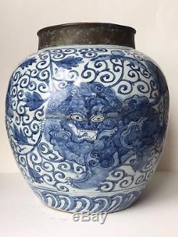 Pot En Porcelaine Bleue Et Blanche D'époque Ming Wanli, Chine, 16ème -17ème Siècle
