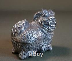 Rare Fin Chinois Du 19ème Siècle Export Foo Lion Foo Boîte À Chien En Argent Marqué