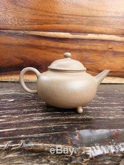 Rare Théière Antique En Poterie Chinoise Yixing À 3 Pieds Avec Marqué