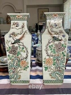 Superbe Paire D'anciennes Vases Carrées De La Famille Verte Chinoise. Marqué Wanli