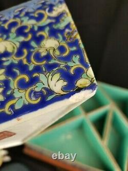 Tangram Chinois Antique De Porcelaine Sur Le Plateau En Bois