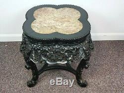 Trèfle En Bois Sculpté Des Années 1900, Dessus En Marbre Rose, Table D'appoint Chinoise
