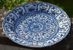 Un Grand Chinois Antique Chargeur Bleu Et Blanc Kangxi Période