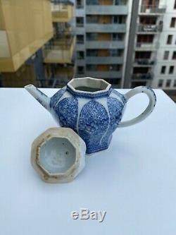 Un Thé Chinois Kangxi Très Rare Pot 1700 Bleu Lotus Blanc Porcelaine Moyen-orient