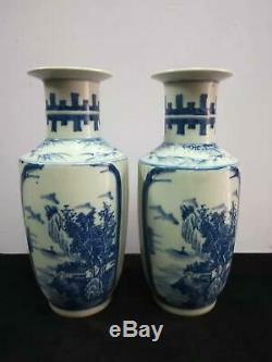 Une Paire De Chinois Bleu Et Blanc En Porcelaine Vases Paysage Pot Marques Kangxi