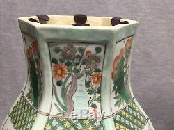 Une Paire De Grands Vases En Porcelaine Chinoise