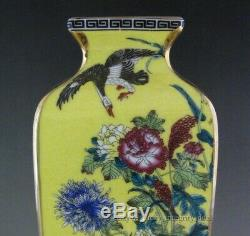 Une Paire Parfaite Porcelaine Chinoise Gilt Jaune Famille Quartet Rose Vases Mark