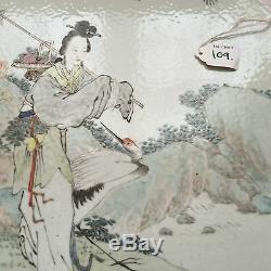 Une Plaque De Porcelaine Chinoise De La Dynastie Qianjiang Qing
