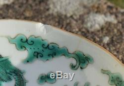 Une Soucoupe Antique Dragon Chinois En Famille Verte Daoguang Mark & # Période 4