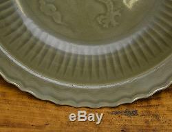 Vieille Plaque De Chargeur De Porcelaine De Dragon De Longquan Longquan Glaze